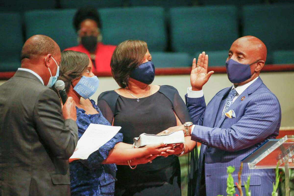 Houston Mayor Sylvester Turner swears in Fort Bend County Sheriff Eric Fagan as his daughter Dr. Fallon Fagan and his wife, Jacqueline, hold the Bible at the Fort Bend Church in Sugar Land on Saturday.