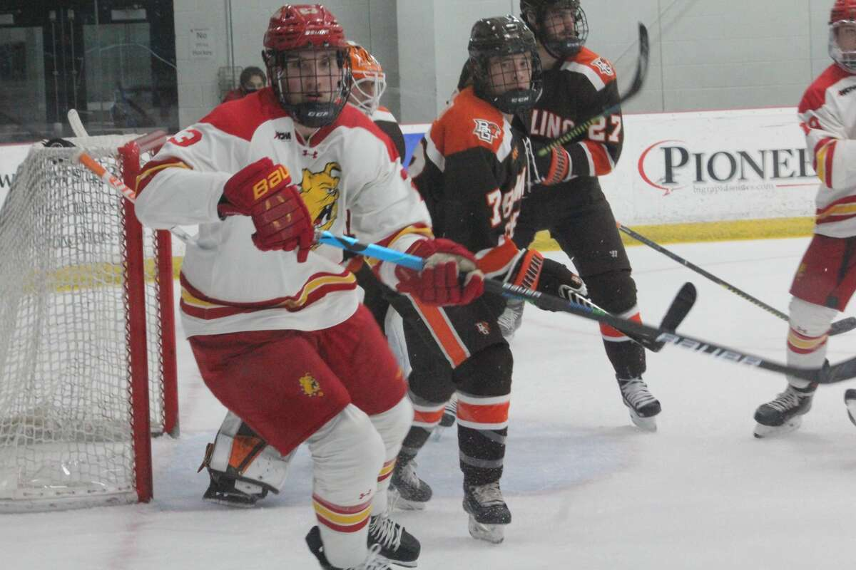 Bowling Green, ranked No. 7 in the country, downed Ferris State 6-1 on Saturday in the WCHA opener for both teams