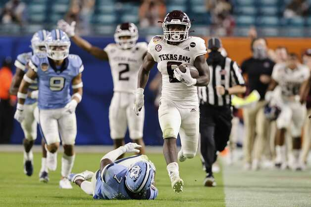 MIAMI GARDENS, FLORIDA - JANUARY 02: Devon Achane #6 of the Texas A&M Aggies runs for a 76-yard touchdown against the North Carolina Tar Heels during the fourth quarter of the Capital One Orange Bowl at Hard Rock Stadium on January 02, 2021 in Miami Gardens, Florida. (Photo by Michael Reaves/Getty Images) Photo: Michael Reaves/Getty Images / 2021 Getty Images