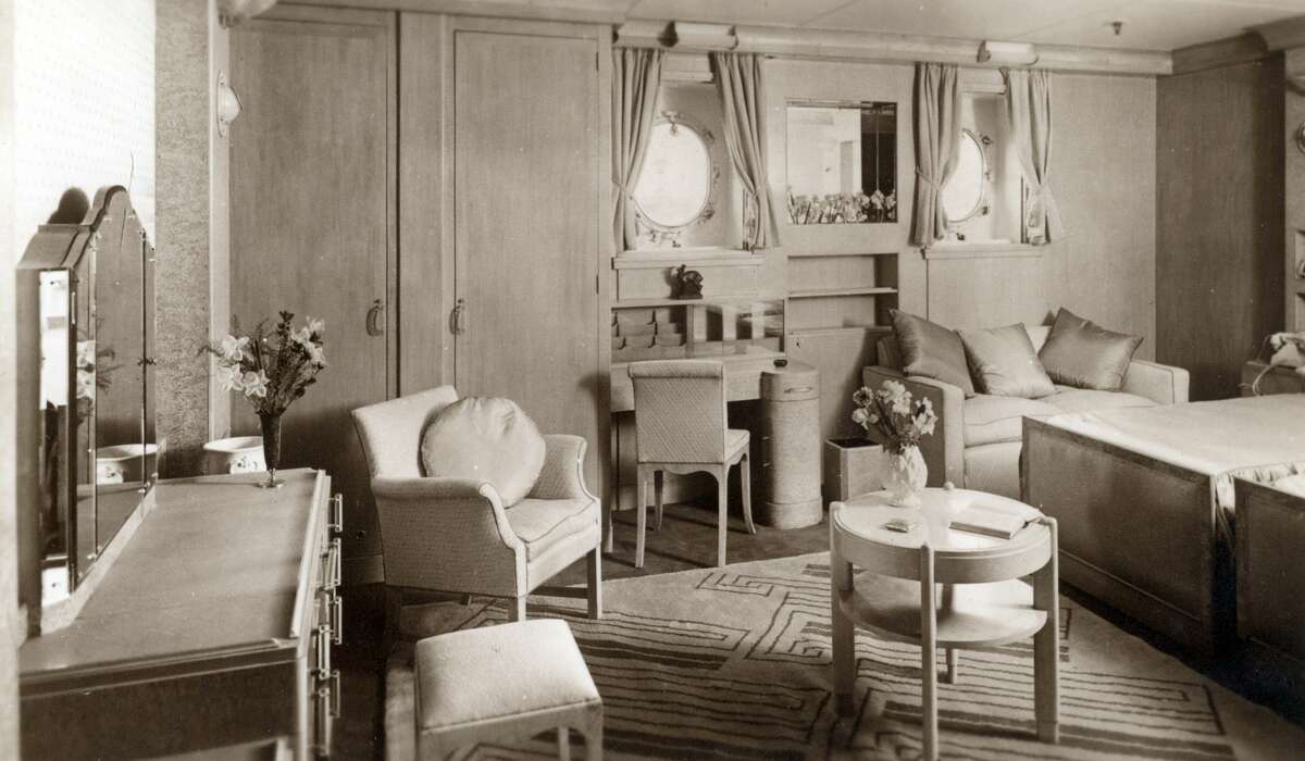 A postcard from the 1930s shows a cabin room on the Queen Mary liner.