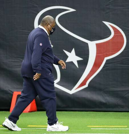 Houston Texans interim head coach Romeo Crennel walks off the field after losing to the Tennessee Titans 41-38 in the final game of the season at NRG Stadium on Sunday, Jan. 3, 2021, in Houston. Photo: Brett Coomer/Staff Photographer / © 2021 Houston Chronicle