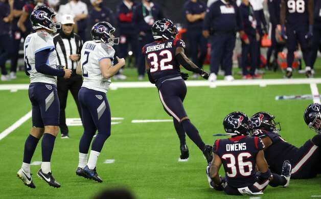 Tennessee Titans kicker Sam Sloman (2) and Houston Texans cornerback Lonnie Johnson (32) watch the flight of Sloman's 37-yard field goal during the fourth quarter of an NFL football game at NRG Stadium on Sunday, Jan. 3, 2021, in Houston. Sloman's kick, that bounced off the upright and wend in, to give the Titans a 41-38 win and the AFC South title. Photo: Brett Coomer/Staff Photographer / © 2021 Houston Chronicle