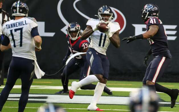 Tennessee Titans wide receiver A.J. Brown (11) hauls in a 4-yard touchdown reception against Houston Texans inside linebacker Zach Cunningham (41) during the second quarter of an NFL football game at NRG Stadium on Sunday, Jan. 3, 2021, in Houston. Photo: Brett Coomer/Staff Photographer / © 2021 Houston Chronicle