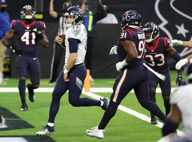 Tennessee Titans quarterback Ryan Tannehill (17) runs past Houston Texans defensive end Carlos Watkins (91) for a 5-yard touchdown run during the third quarter of an NFL football game at NRG Stadium on Sunday, Jan. 3, 2021, in Houston. Photo: Brett Coomer/Staff Photographer / © 2021 Houston Chronicle