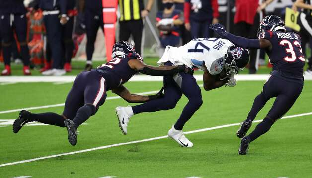 Tennessee Titans wide receiver Corey Davis (84) splits Houston Texans cornerback Lonnie Johnson (32) and safety A.J. Moore (33) for a reception and a first down during the fourth quarter of an NFL football game at NRG Stadium on Sunday, Jan. 3, 2021, in Houston. Photo: Brett Coomer/Staff Photographer / © 2021 Houston Chronicle