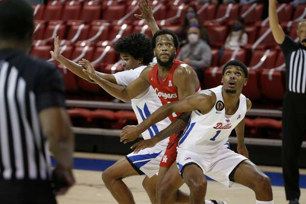 SMU forward Feron Hunt (1) and guard Charles Smith IV, left, fight for position under the basket with Houston forward Justin Gorham, center, during the first half of an NCAA college basketball game in Dallas, Sunday, Jan. 3, 2021. (AP Photo/Roger Steinman) Photo: Roger Steinman/Associated Press / Copyright 2021 The Associated Press. All rights reserved.
