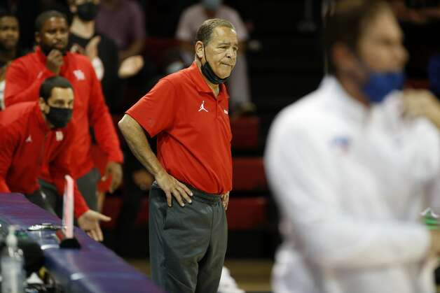 Houston head coach Kelvin Sampson, center, watches play from the sideline during the second half of an NCAA college basketball game against SMU in Dallas, Sunday, Jan. 3, 2021. (AP Photo/Roger Steinman) Photo: Roger Steinman/Associated Press / Copyright 2021 The Associated Press. All rights reserved.
