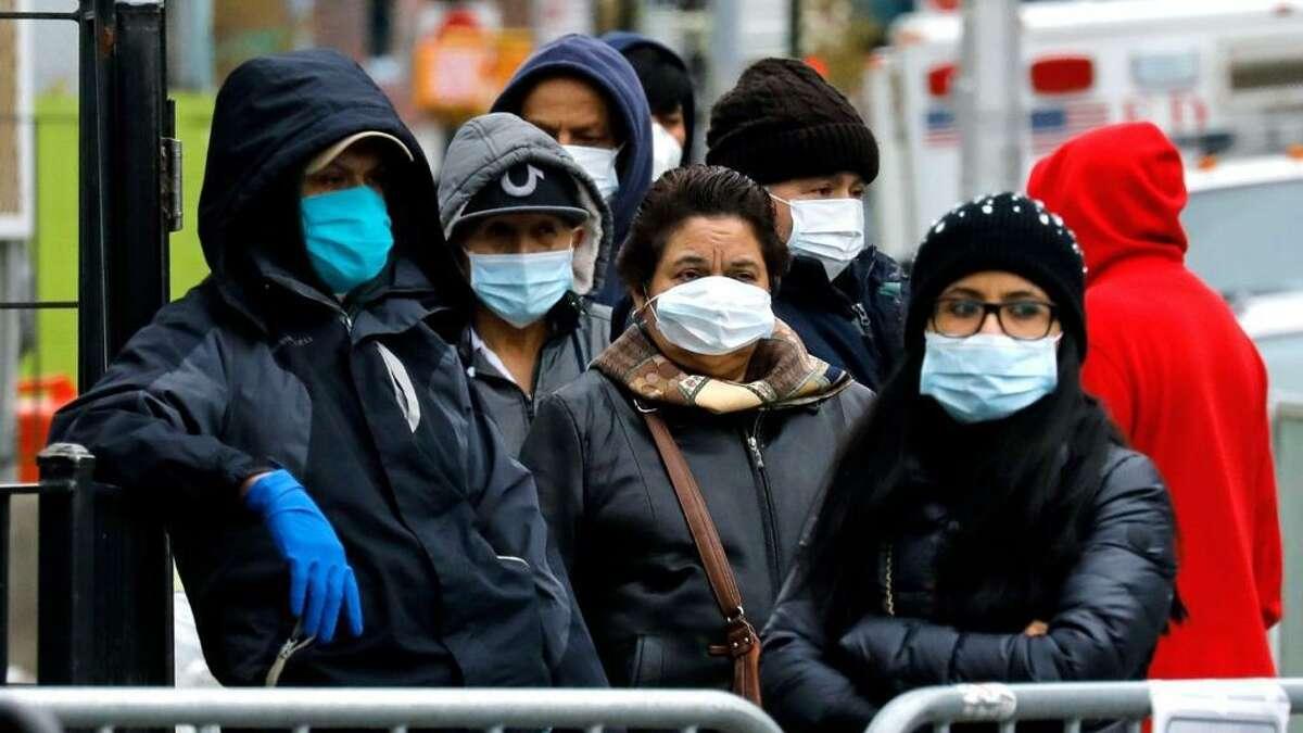 Autoridades sanitarias de Nuevo Laredo, México, urgen a la comunidad a extremar precauciones y evitar salidas innecesarias para disminuir los contagios de COVID-19.