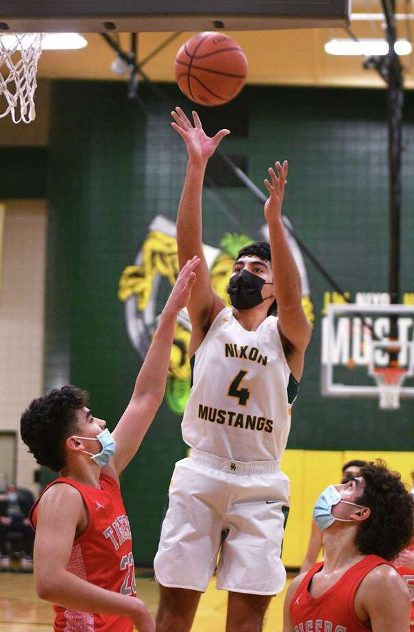 Juan Marines is one of three Nixon players who are 6-foot-2 or taller. Photo: Cuate Santos /Laredo Morning Times File / Laredo Morning Times