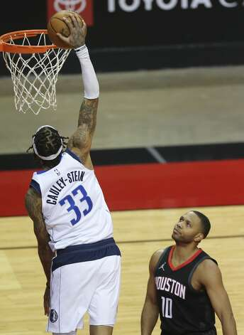 Houston Rockets guard Eric Gordon (10) watches Dallas Mavericks center Willie Cauley-Stein (33) dunking the ball during the fourth quarter of a NBA game Monday, Jan. 4, 2021, at Toyota Center in Houston. Photo: Yi-Chin Lee/Staff Photographer / © 2021 Houston Chronicle