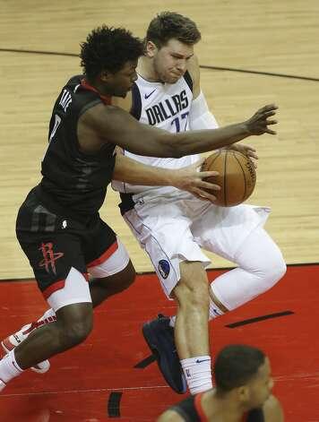 Houston Rockets forward Jae'Sean Tate (8) defensing Dallas Mavericks guard Luka Doncic (77) during the fourth quarter of a NBA game Monday, Jan. 4, 2021, at Toyota Center in Houston. Photo: Yi-Chin Lee/Staff Photographer / © 2021 Houston Chronicle