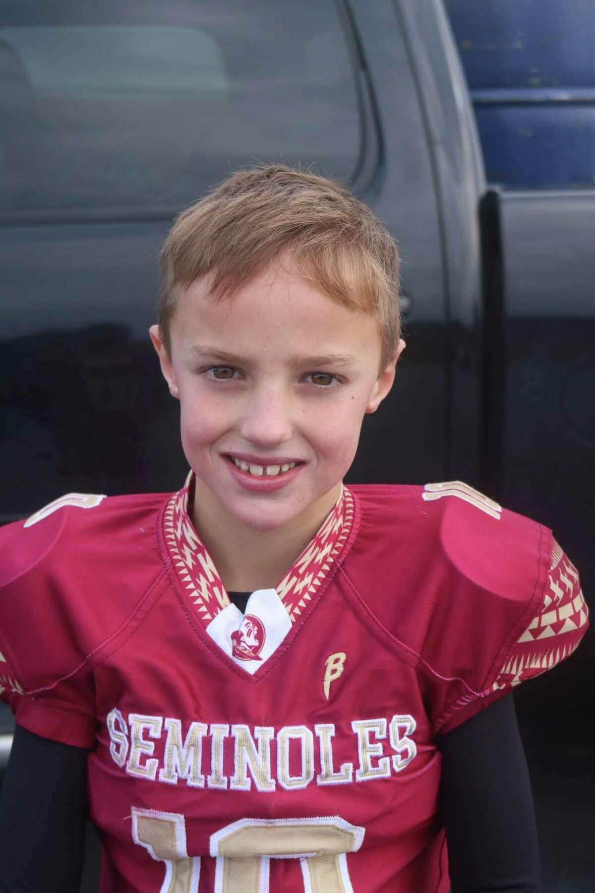 Deer Park Pee Wee Seminoles quarterback Luke Nunn
