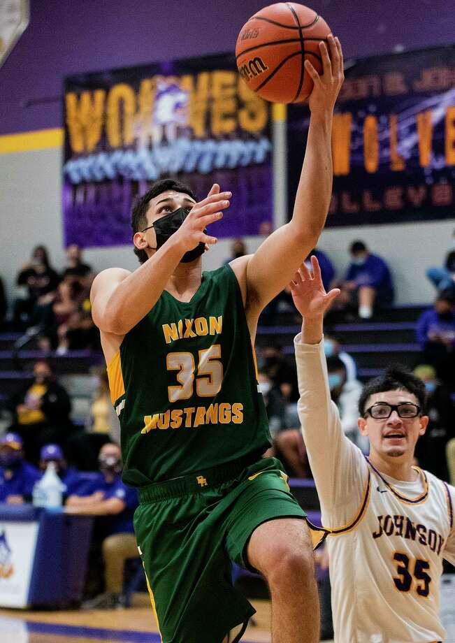 Bryan Garcia and the Nixon Mustangs remained perfect in District 30-6A play as they defeated LBJ 66-50 Tuesday. Photo: Danny Zaragoza / Laredo Morning Times