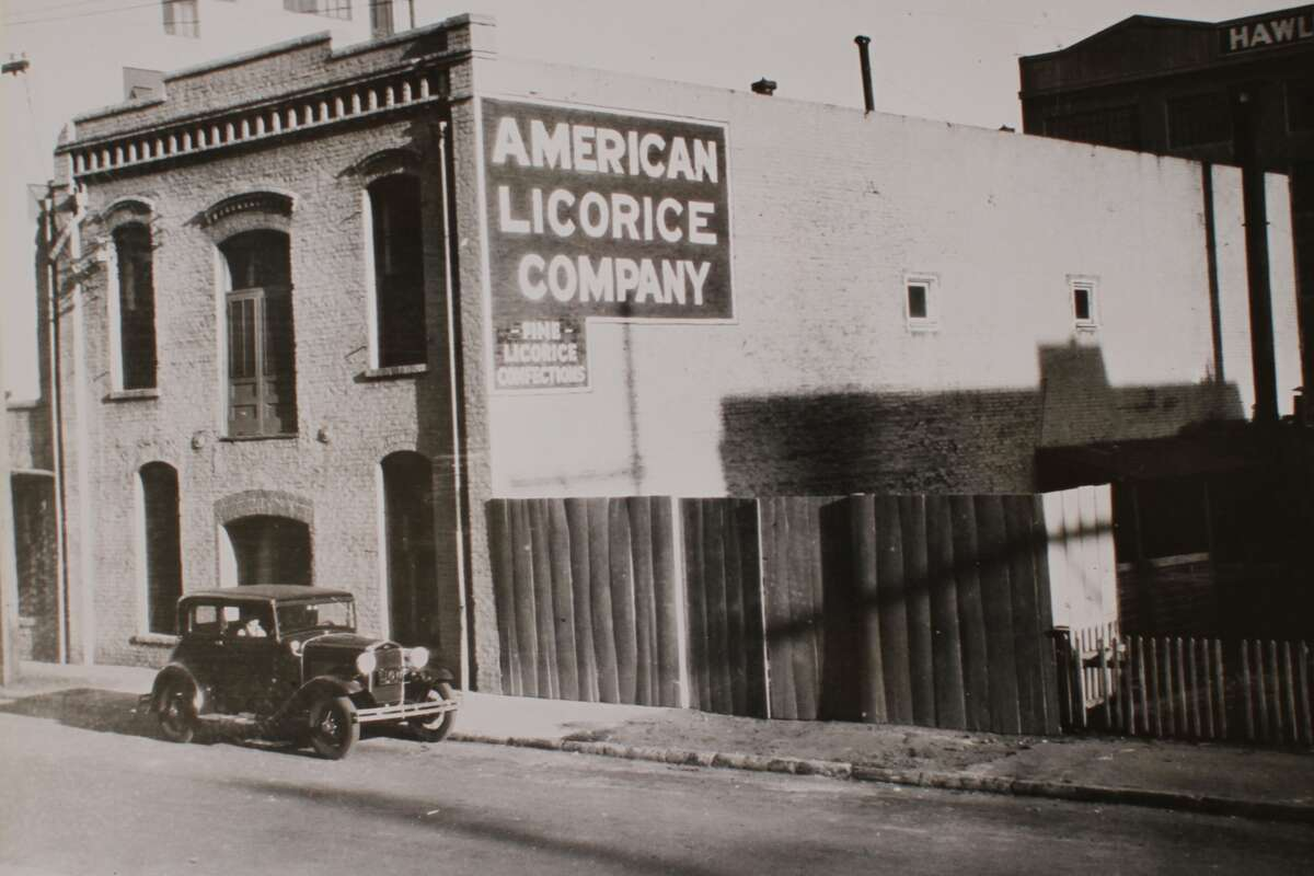 In 1925, the American Licorice Company, which later produced Red Vines, began its West Coast operations in San Francisco.