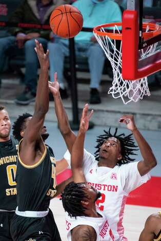 Houston Cougars guard Tramon Mark (12) tries to grab a rebound during the first half of a game between the University of Houston Cougars and the Wichita State Shockers on Wednesday, Jan. 6, 2021, at the Feritta Center in Houston. Photo: Mark Mulligan, Staff Photographer / © 2021 Mark Mulligan / Houston Chronicle