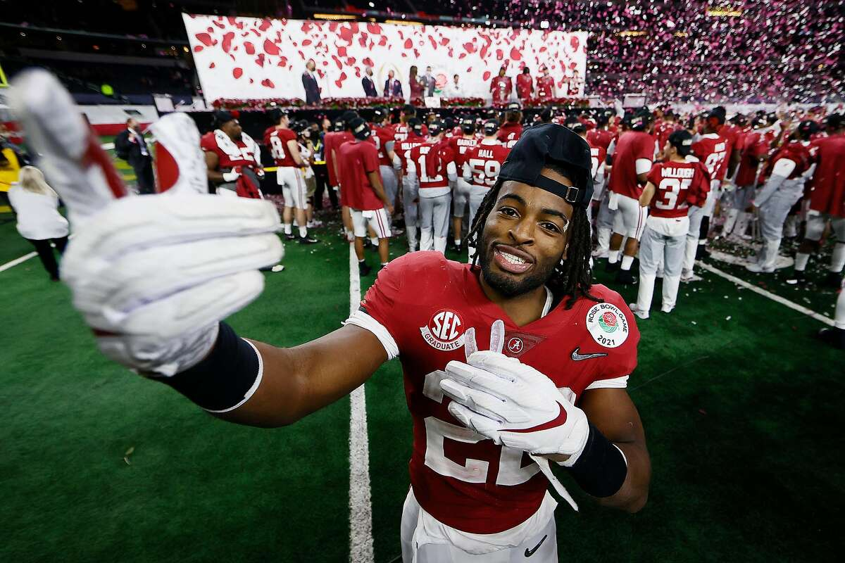 ARLINGTON, TEXAS - JANUARY 01: Najee Harris #22 of the Alabama Crimson Tide celebrates after defeating the Notre Dame Fighting Irish 31-14 in the 2021 College Football Playoff Semifinal Game at the Rose Bowl Game presented by Capital One at AT&T Stadium on January 01, 2021 in Arlington, Texas. (Photo by Tom Pennington/Getty Images)