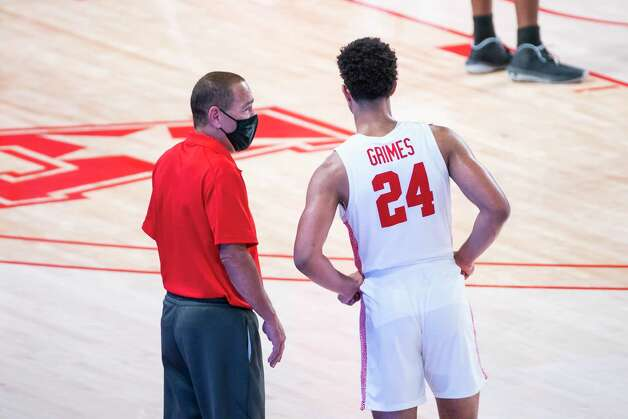 Houston head coach Kelvin Sampson talks with guard Quentin Grimes (24) during the second half of the University of Houston Cougars' 70-63 win over the Wichita State Shockers on Wednesday, Jan. 6, 2021, at the Feritta Center in Houston. Photo: Mark Mulligan, Staff Photographer / © 2021 Mark Mulligan / Houston Chronicle