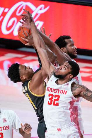 Houston Cougars forward Reggie Chaney (32) tries to stop a shot by Wichita State Shockers guard Ricky Council IV (4) during the second half of the University of Houston Cougars' 70-63 win over the Wichita State Shockers on Wednesday, Jan. 6, 2021, at the Feritta Center in Houston. Photo: Mark Mulligan, Staff Photographer / © 2021 Mark Mulligan / Houston Chronicle