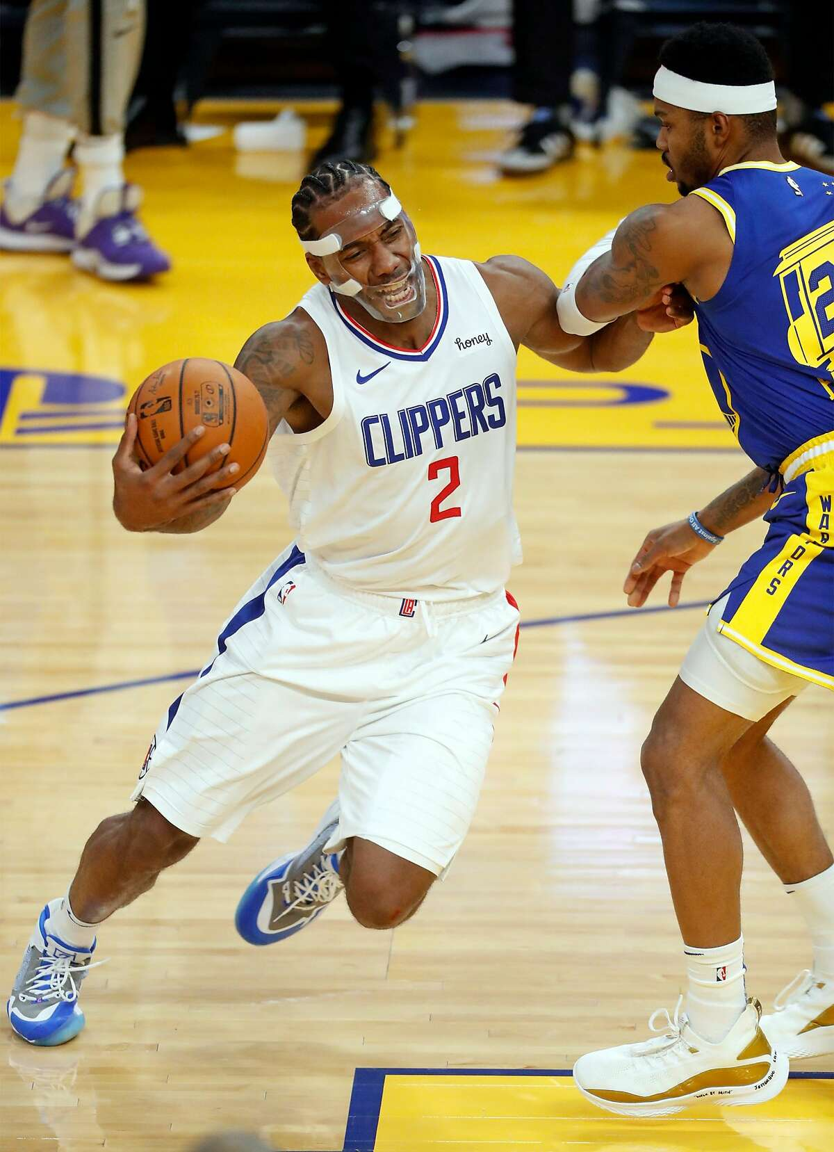 Clippers forward Kawhi Leonard drives against the Warriors' Kent Bazemore during the first quarter at Chase Center.