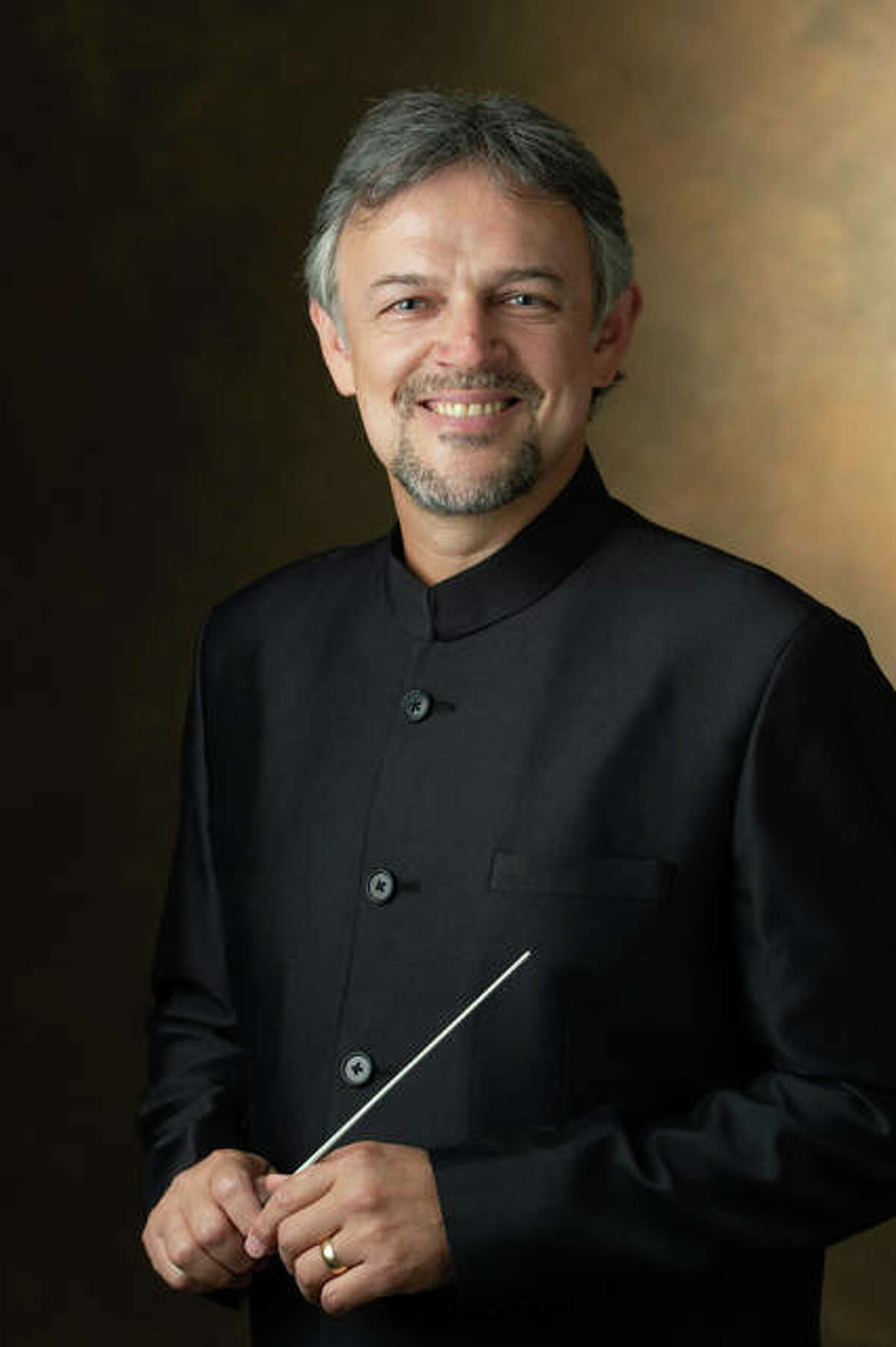 Director of Bands Rubén D. Gómez, PhD, assistant professor in the Department of Music at SIUE.