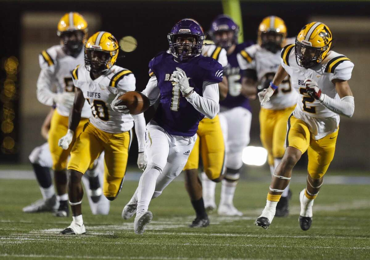 Montgomery running back Jalen Washington is part of a dynamic offensive duo returning for the Bears with quarterback Brock Bolfing.