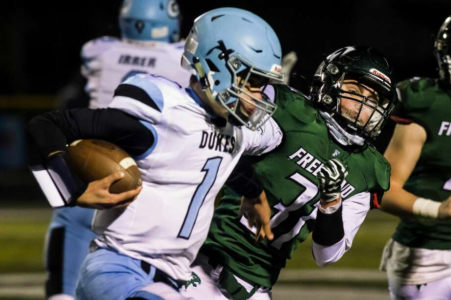Freeland's Easton Armstrong (right) tracks down the ballcarrier during a Nov. 13, 2020 district final against Essexville Garber. Photo: Daily News File Photo