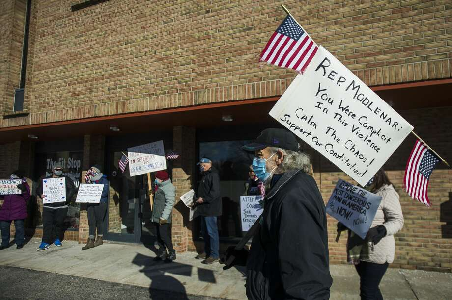 A group of people gather Thursday, Jan. 7, 2021 outside of U.S. Rep. John Moolenaar's Midland office to protest his support of President Donald Trump, one day after a mob of Trump supporters breached the U.S. Capitol in Washington, D.C. (Katy Kildee/kkildee@mdn.net) Photo: (Katy Kildee/kkildee@mdn.net)