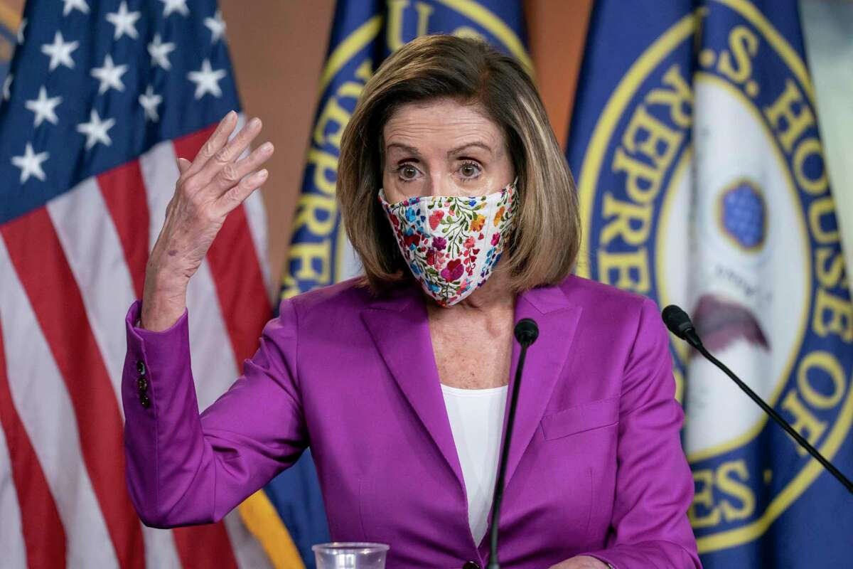 Nancy Pelosi, la presidenta de la Cámara de Representantes, habla en una conferencia de prensa el jueves 7 de enero del 2021, un día después de que grupos violentos de partidarios del presidente Donald Trump irrumpieron en el Congreso.