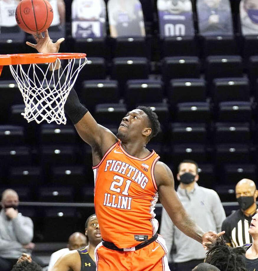 Illinois center Kofi Cockburn shoots against Northwestern during the first half oThursday night's game in Evanston. Photo: Associated Press