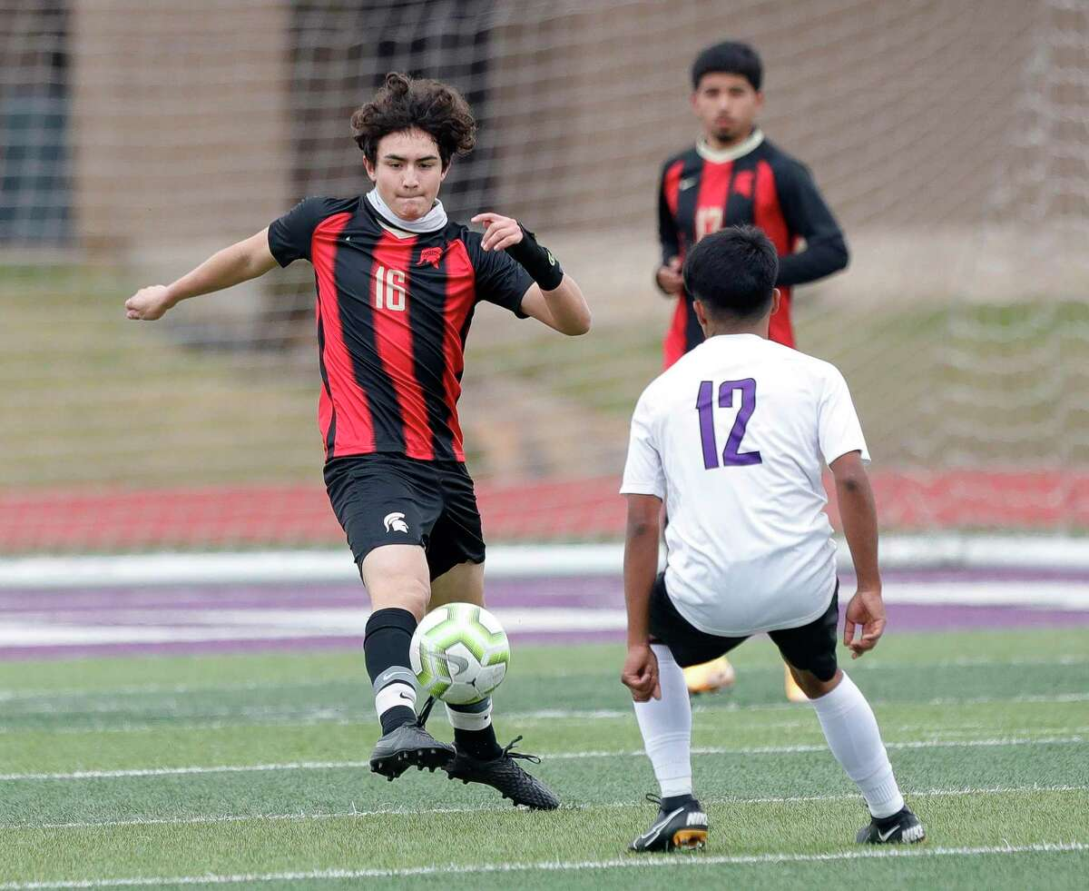 Porter's Jovany Garcia (10) makes a pass in the first period of a match during the Wildkat Showcase soccer tournament at Berton A. Yates Stadium, Friday, Jan. 8, 2021, in Willis.