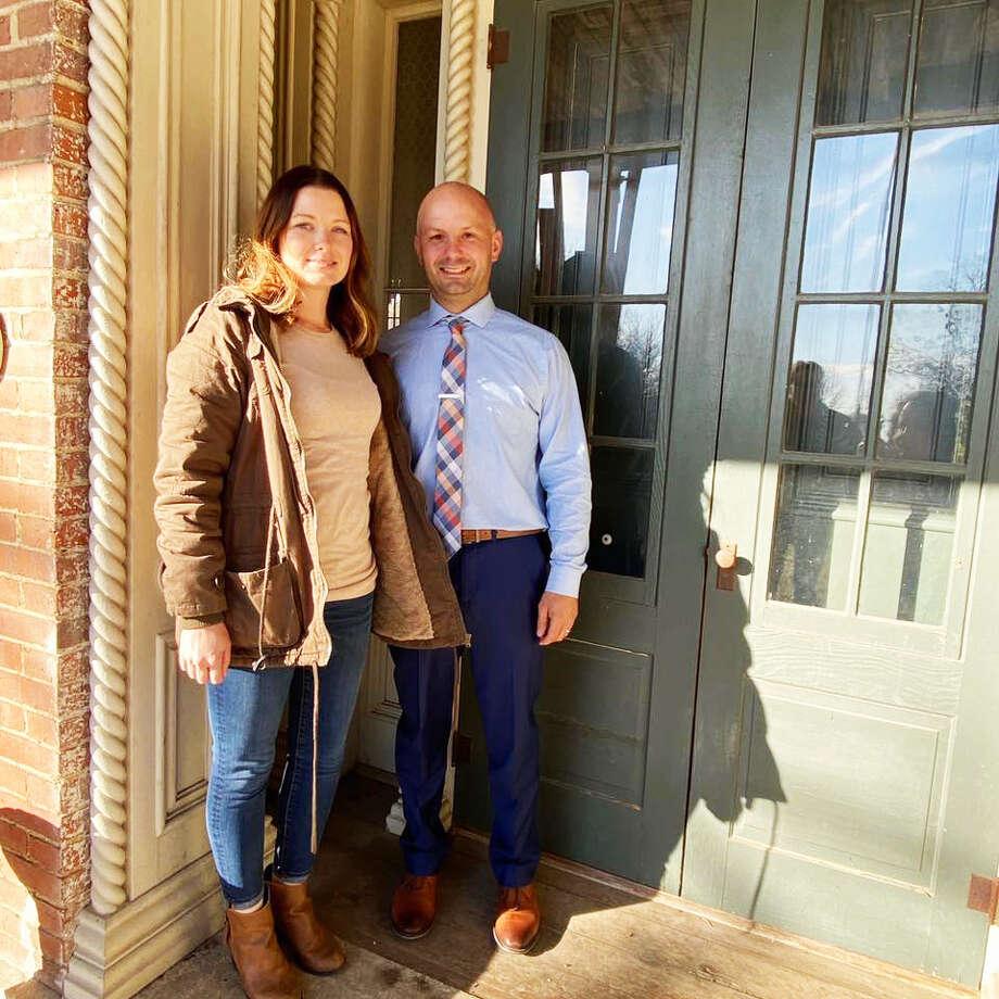 Brittany et Bobby Weller, les nouveaux propriétaires du Walnut Hall Estate à Carrollton, se préparent à ouvrir le site ce printemps en tant que lieu de mariage tout compris. Photo: Pour Hearst Illinois
