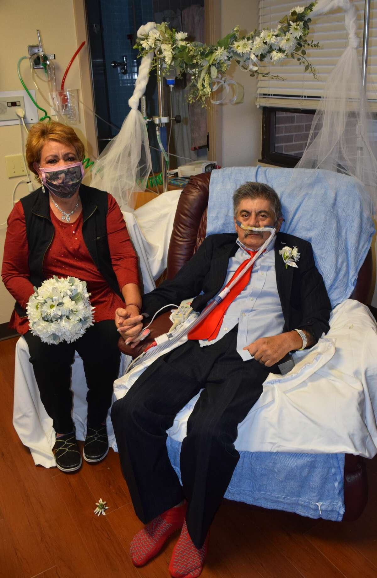 Juan and Victoria Gonzalez-Aranda wed in a special ceremony at Covenant Health Plainview on Jan. 6.