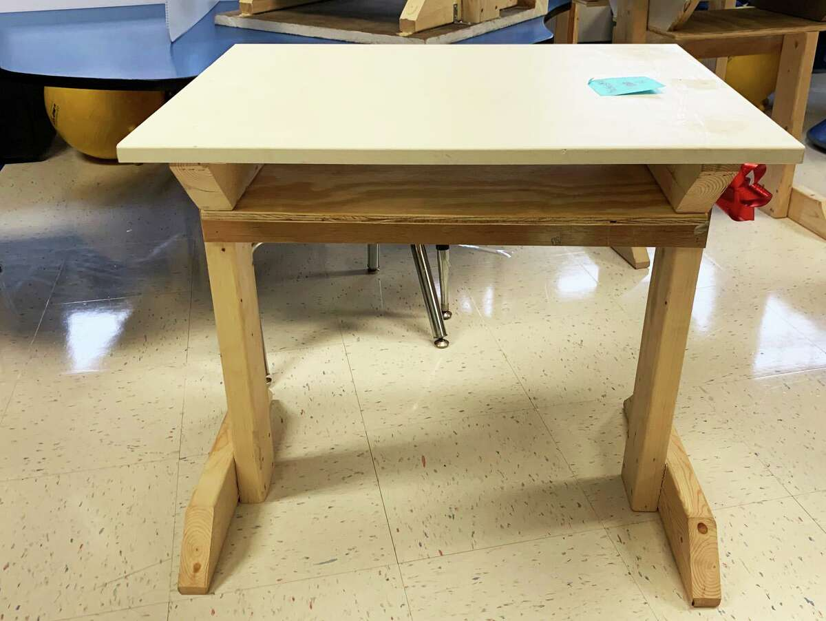 A Middletown architect built 25 wooden desks for Macdonough Elementary School and donated them for grade-school students whose families lack an adequate place for them to study.