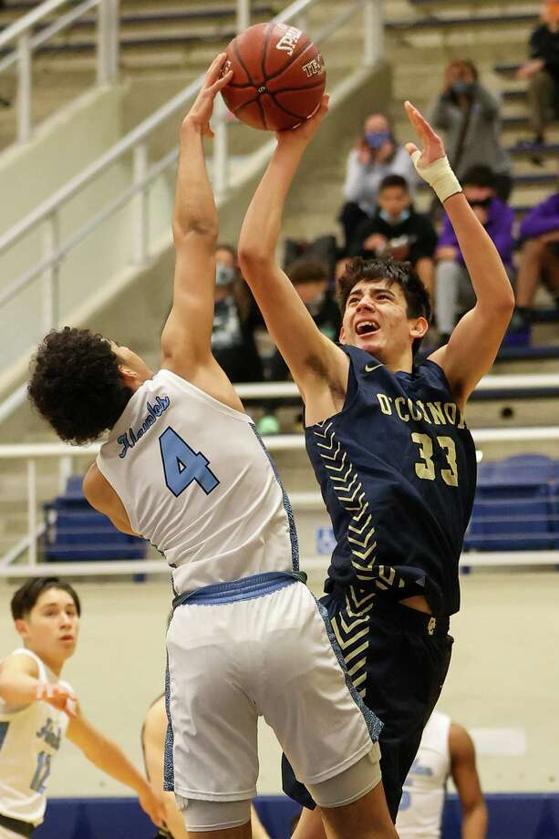 Harlan's Jarin Hall, left, blocks a shot by O'Connor's Josh Alcocer during their District 29-6A boys basketball game at Paul Taylor Field House on Saturday, Jan. 9, 2021. O'Connor beat Harlan 59-50. Photo: Marvin Pfeiffer, San Antonio Express-News / Staff Photographer / **MANDATORY CREDIT FOR PHOTOG AND SAN ANTONIO EXPRESS-NEWS/NO SALES/MAGS OUT/TV