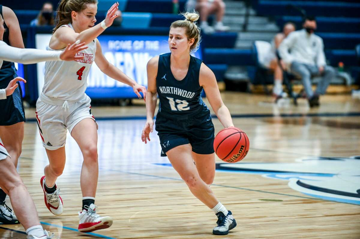 Northwood's Kenzie Seeley dribbles down the court during a game against Davenport Saturday, Jan. 9, 2021 at Northwood University. (Adam Ferman/for the Daily News)