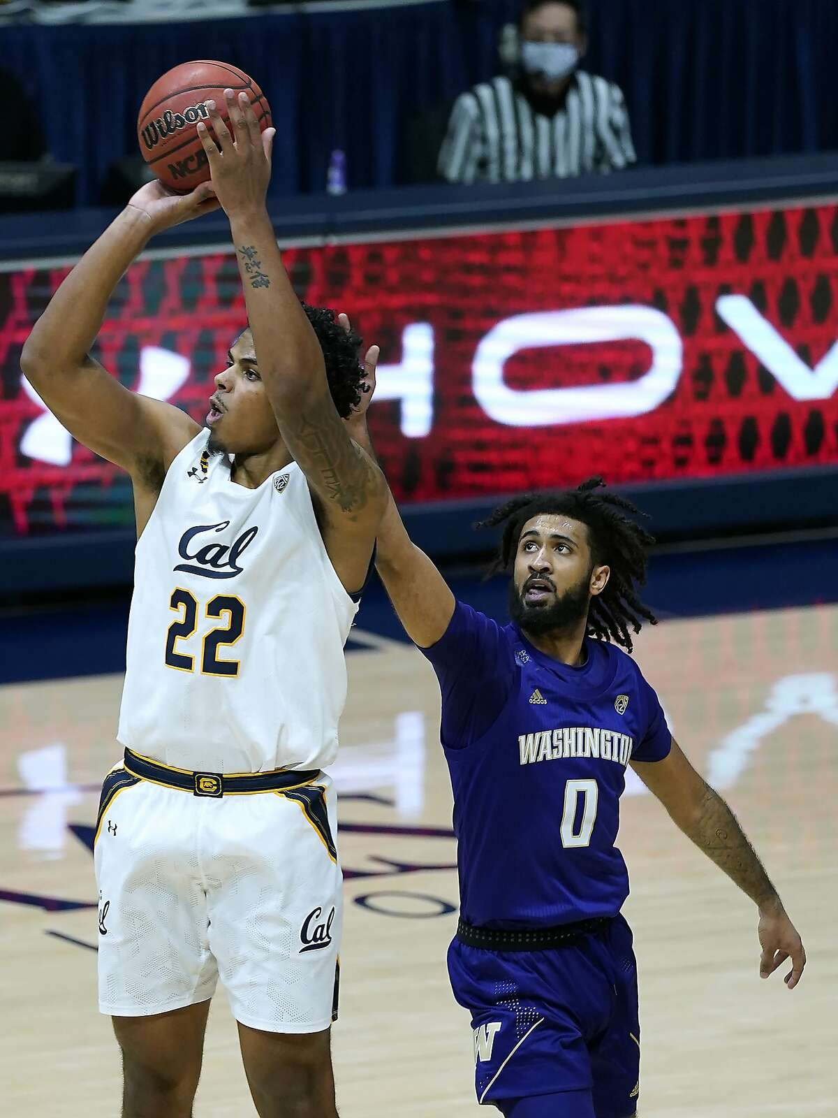 Cal forward Andre Kelly takes a shot in front of Washington guard Marcus Tsohonis during the first half.