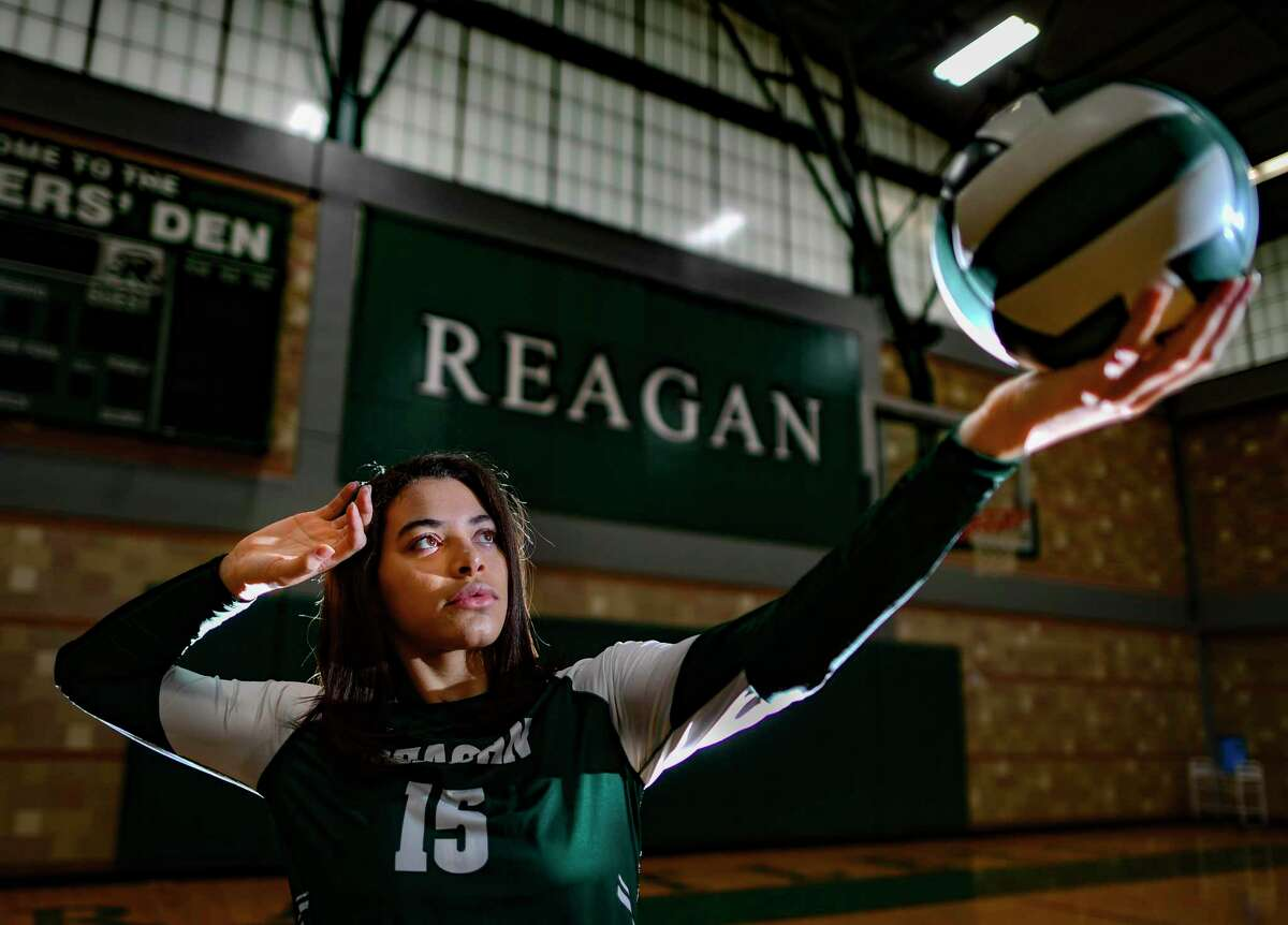 Nyah Anderson of Reagan High School is the Express-News Volleyball Player of the Year. She has a photo session in the school gym on Tuesday, Jan. 5, 2020.
