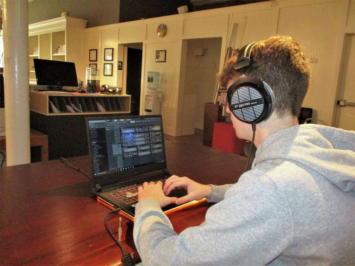New Milford teen Cooper Vengrove creating electronic music.
