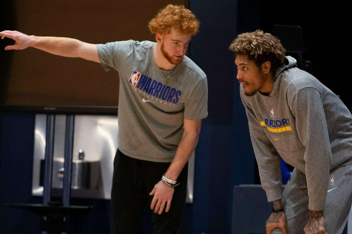 Golden State Warriors Guard Nico Mannion (left) and swingman Kelly Oubre Jr. at practice at Chase Center in San Francisco, Calif. on Saturday, January 2, 2021.