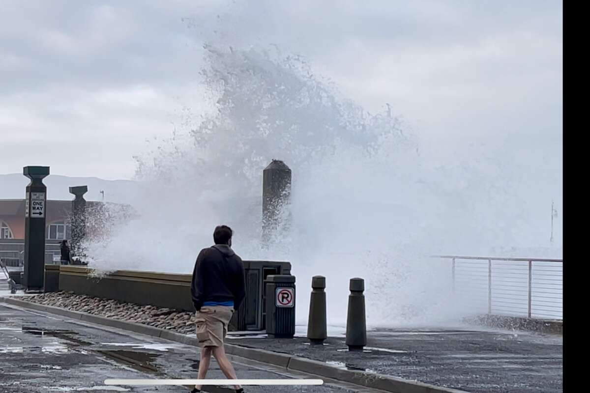 @SavIsSavvy took photos at Pacifica Pier just south of San Francisco, Calif., amid a high tide and monster waves on Jan. 10, 2021. (Photo courtesy