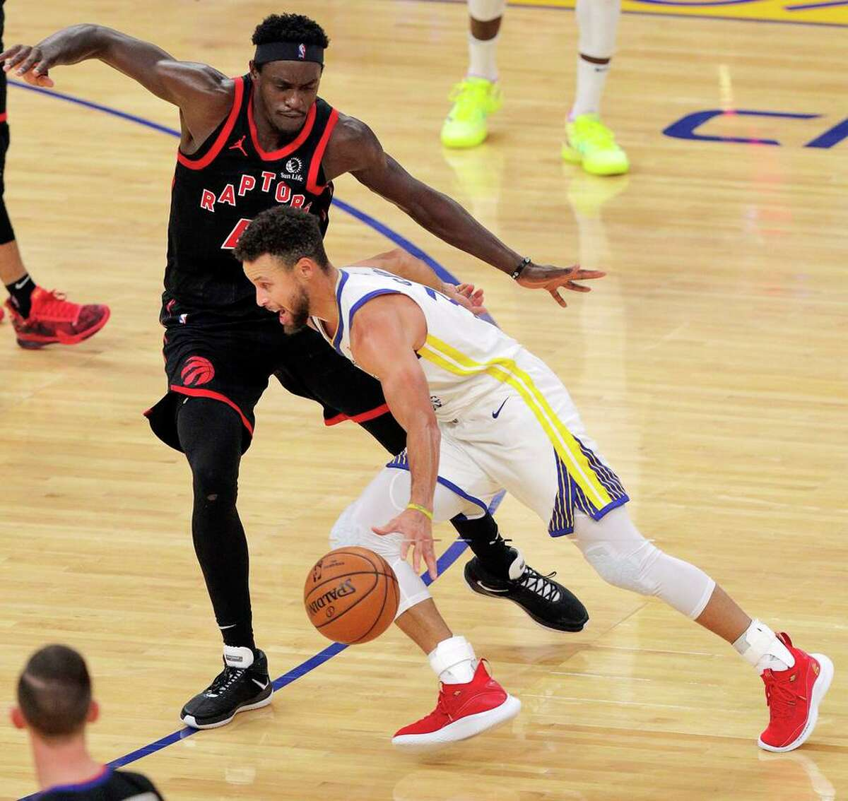 Stephen Curry, dribbling around Pascal Siakam, was 2-for-16 from the floor but the Warriors still defeated the Raptors.