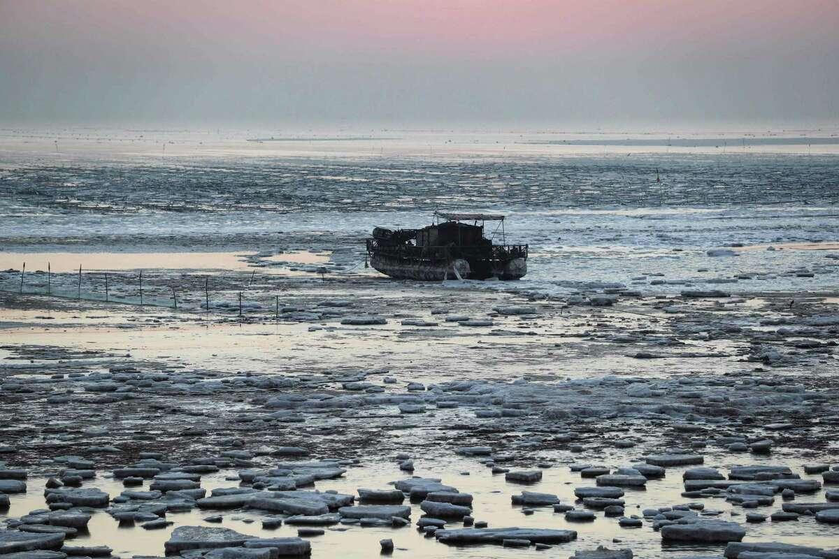 The sun rises over the frozesn sea in Lianyungang, in eastern China's Jiangsu province.