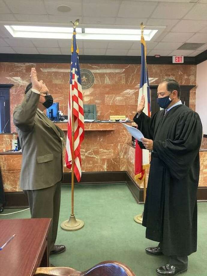 County Auditor Rafael Perez recites his oath of office with 49th District Court Judge Joe Lopez. Photo: Courtesy