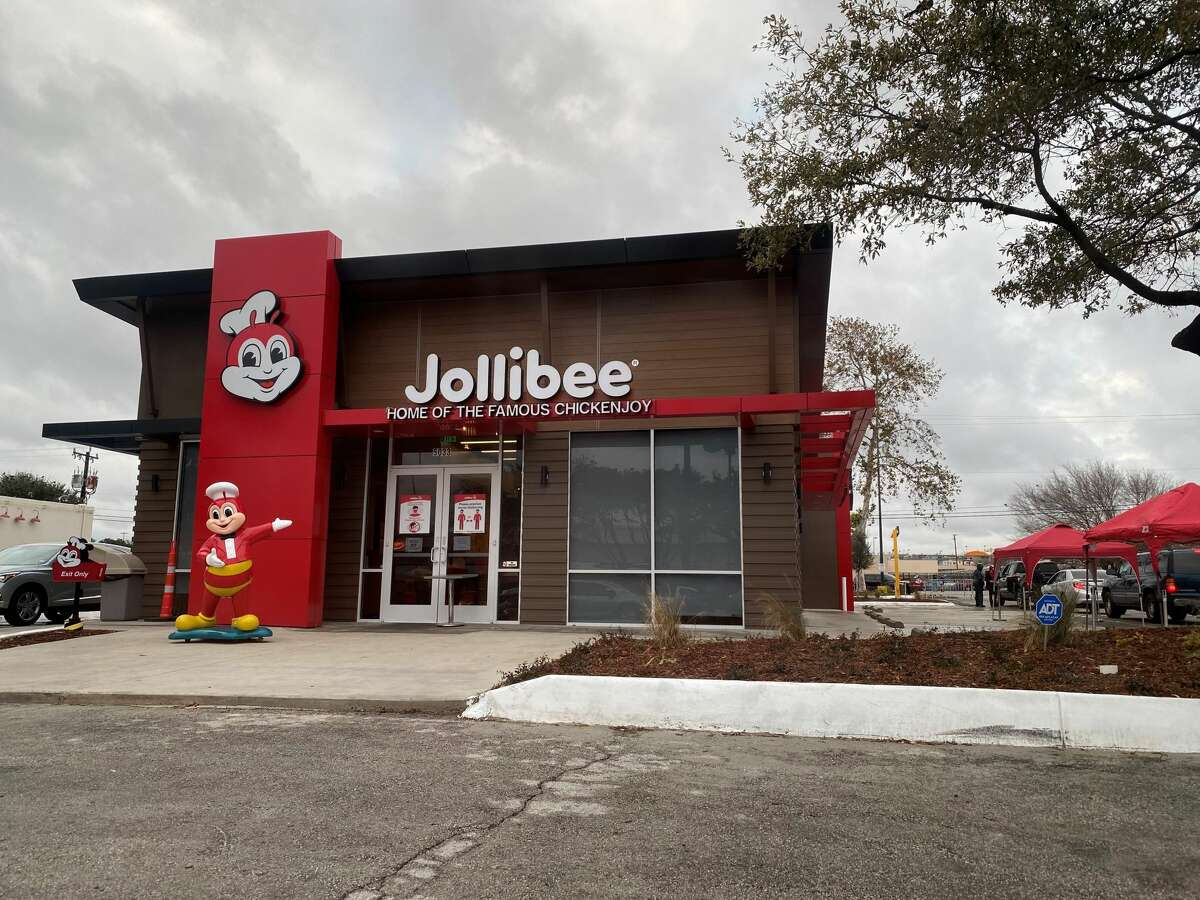 1. There is still a long wait Even though it's been two weeks since it opened, people are still lining up to try Jollibee. I went around 4 p.m. and didn't get my food until 53 minutes later.  2. I tried the curbside option I called the number (830) 328-4485 twice and never got through to someone, so the drive-thru is the best option at the moment.