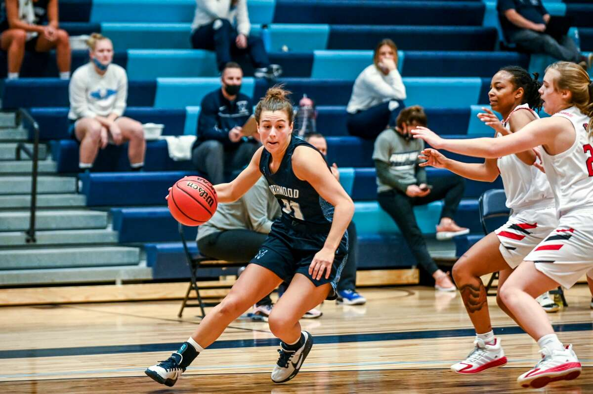 Northwood's Maizie Taylor drives into the lane during Saturday's game against Davenport, Jan. 9, 2021.