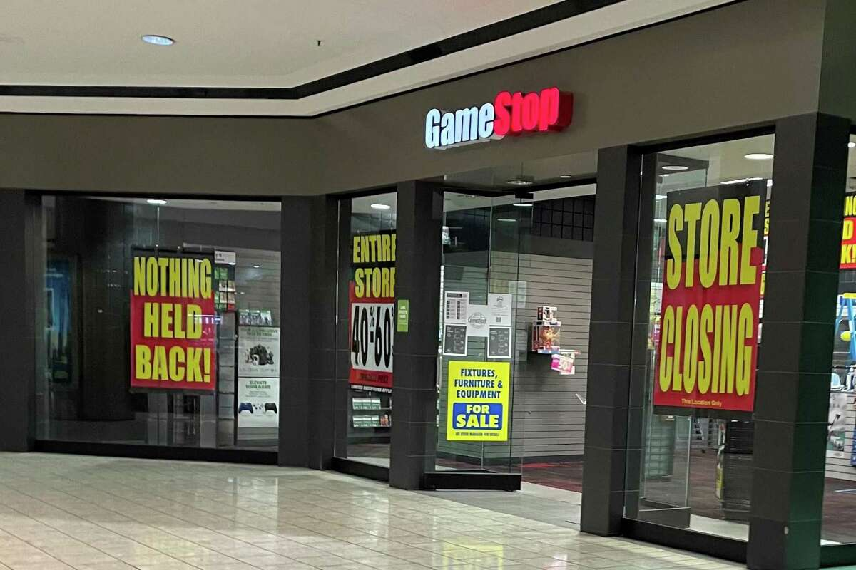 GameStop Posted closing signs January 2021