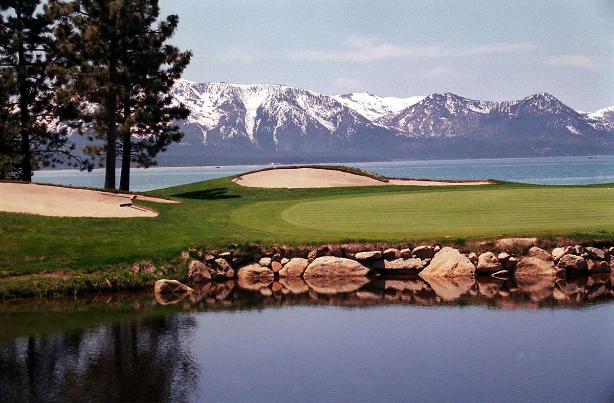 KRT TRAVEL STORY SLUGGED: UST-YOSEMITE KRT PHOTOGRAPH BY RON COBB/ST. LOUIS POST-DISPATCH (August 4) The 18th hole at Edgewood Golf Course lies along the south shore of Lake Tahoe in Nevada. (mvw) 2003