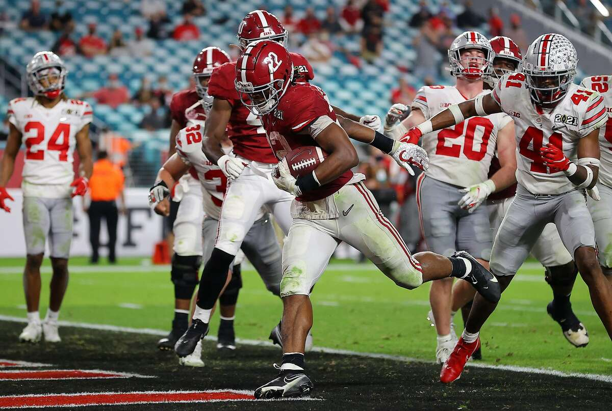 MIAMI GARDENS, FLORIDA - JANUARY 11: Najee Harris #22 of the Alabama Crimson Tide rushes for a one yard touchdown during the fourth quarter of the College Football Playoff National Championship game against the Ohio State Buckeyes at Hard Rock Stadium on January 11, 2021 in Miami Gardens, Florida. (Photo by Kevin C. Cox/Getty Images)