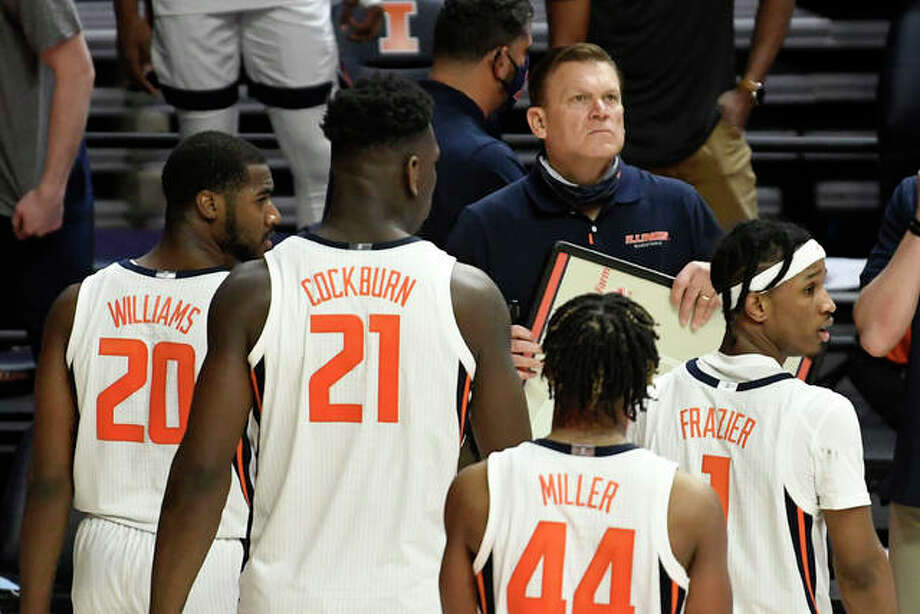 Illinois head coach Brad Underwood reacts during a timeout earlier this season. The Illini game at Nebraska scheduled for Wednesday has been postponed because of COVID-19 protocols. Photo: Associated Press