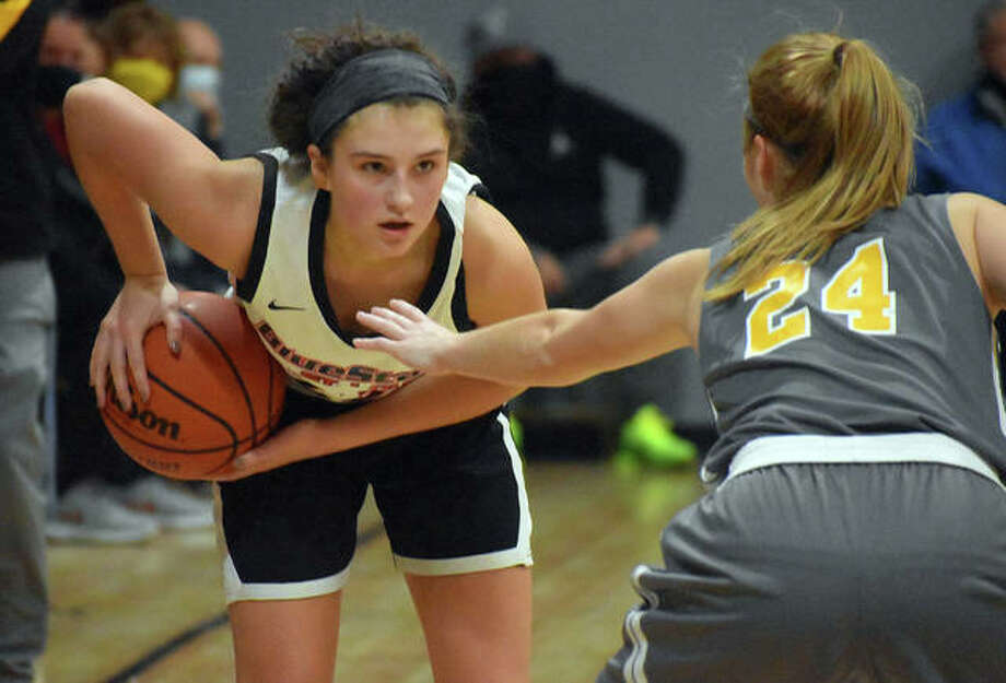 Macy Silvey sets up the offense for Blue Star St. Louis during a tournament over the weekend in O'Fallon, Missouri. Silvey is a junior at EHS. Photo: Matt Kamp The Intelligencer
